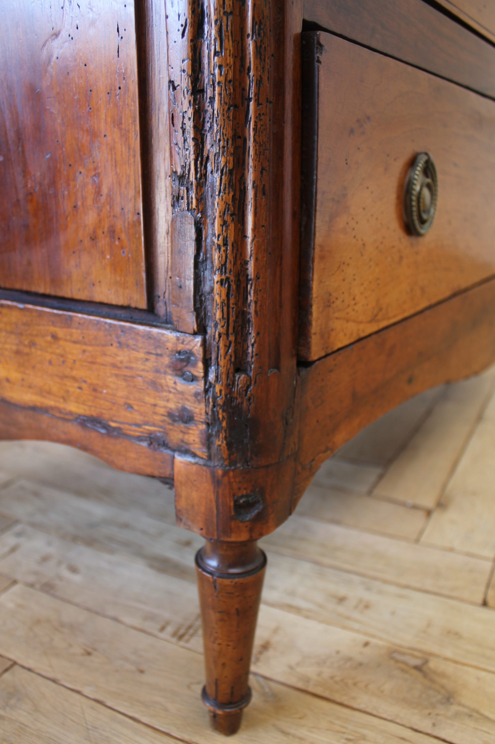 18th Century Walnut 6 Drawer Chest Dresser