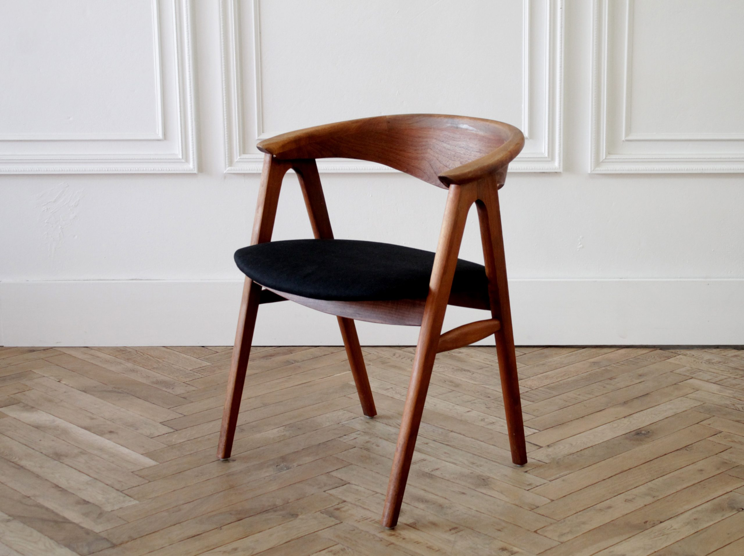 Set of 6 Vintage Mid-Century Modern Style Dining Chairs, circa 1960