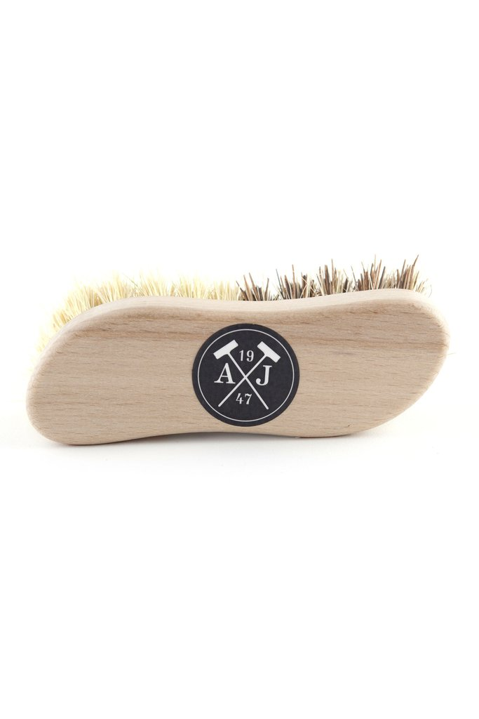 Tradition Vegetable Brush